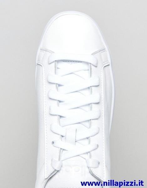 Adidas Court spento