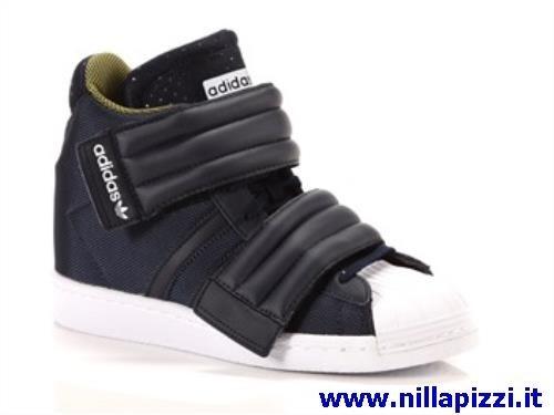 scarpe adidas alte con strappo