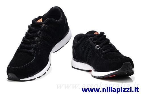 scarpe dell'adidas nere